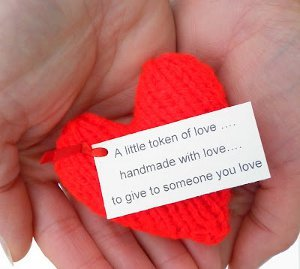 little-love-token-knit-heart_ArticleImage-CategoryPage_ID-639332