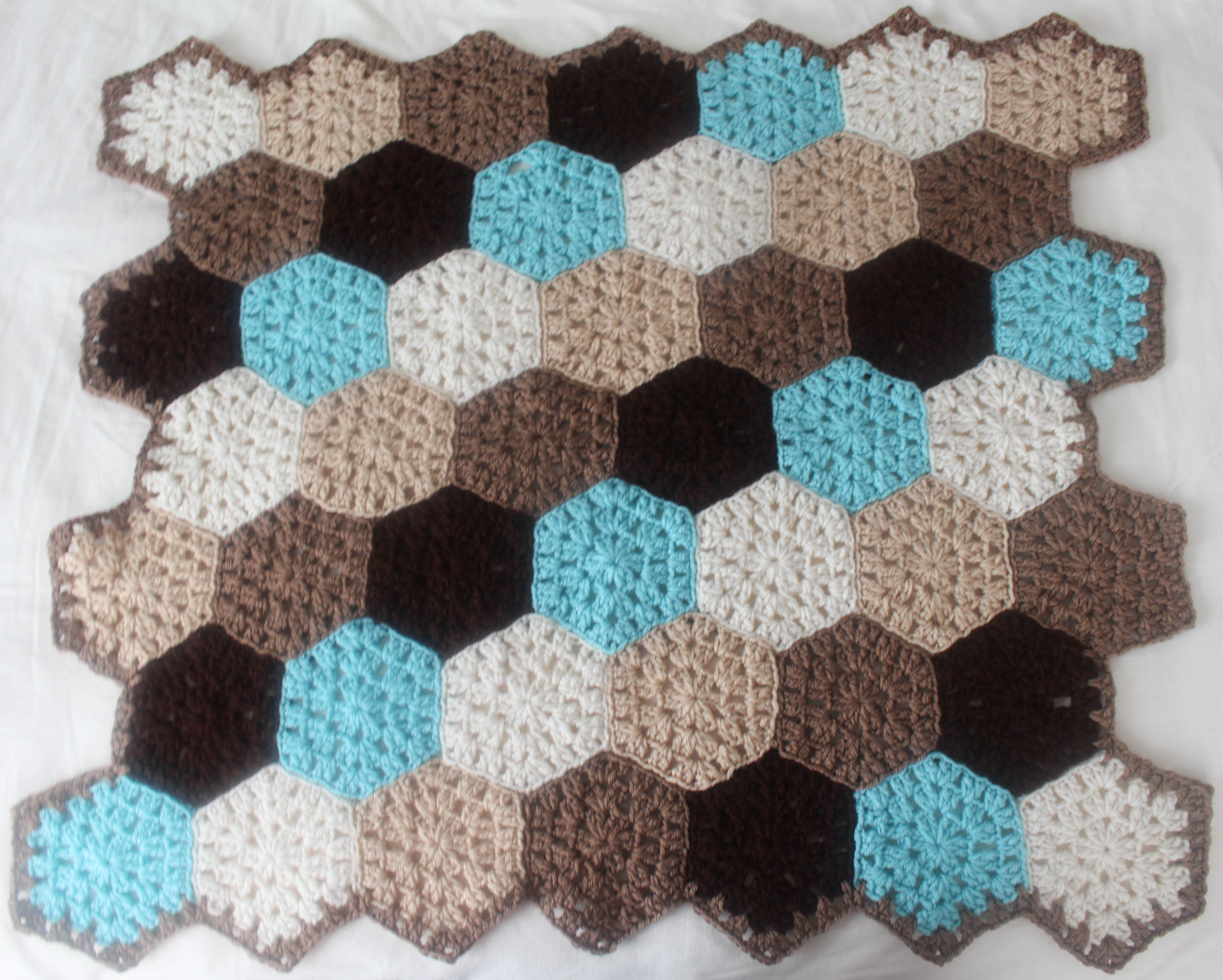 Free Crochet Pattern: Hexagon Honeycomb Stroller Blanket ...