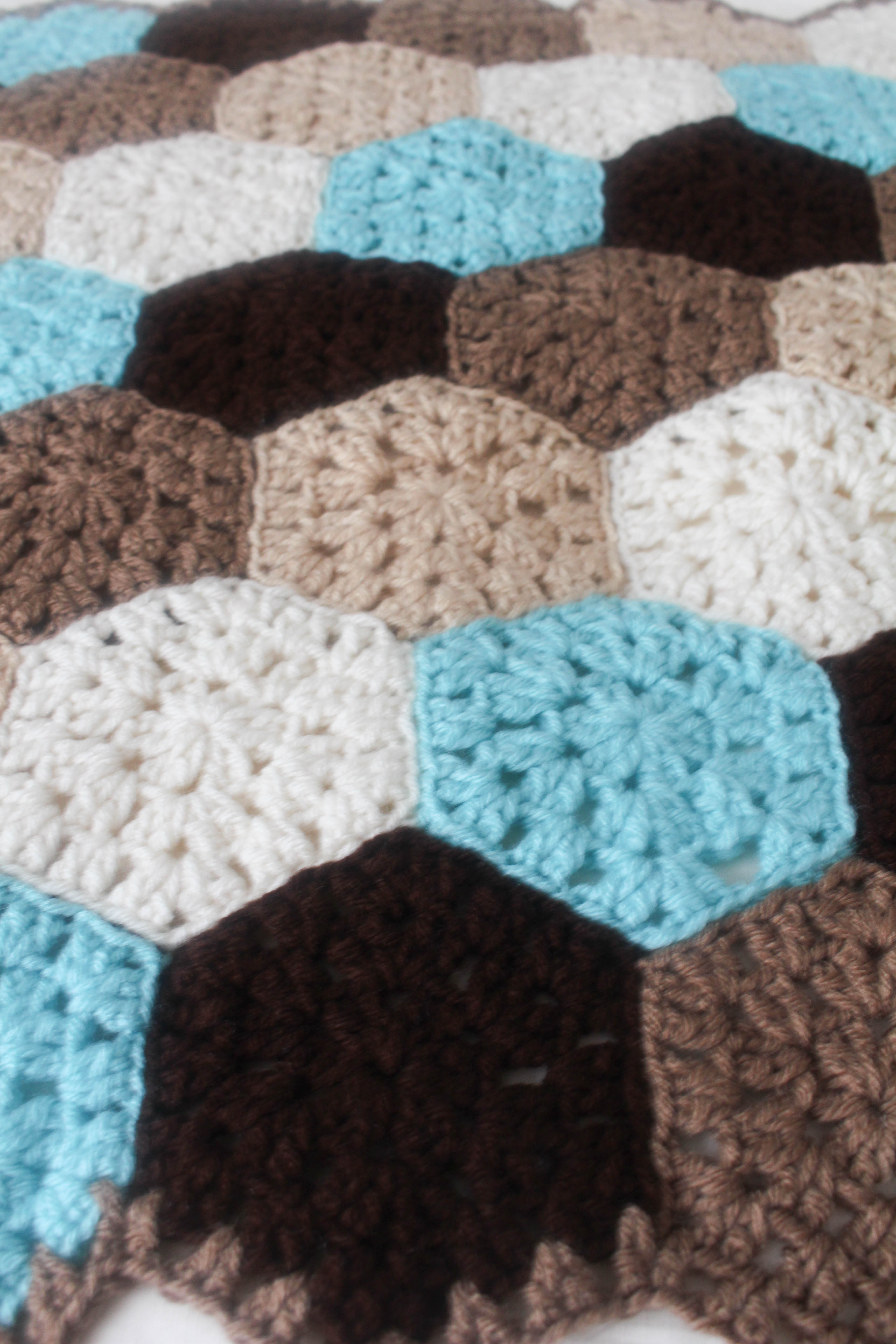 Free Crochet Pattern: Hexagon Honeycomb Stroller Blanket - Stitch and ...